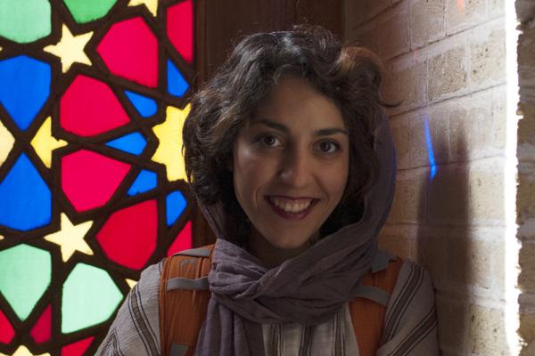 مانا حجازی، عکاس و مترجم گالری دیدارmana hejazi photographer translator